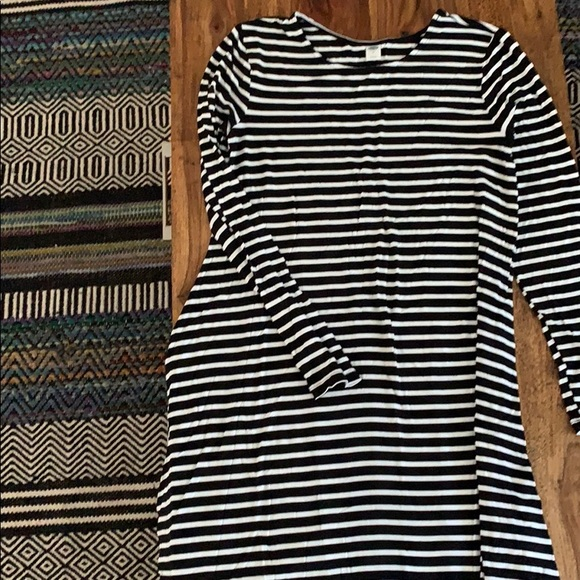 Old Navy Dresses & Skirts - Long sleeve old navy striped dress